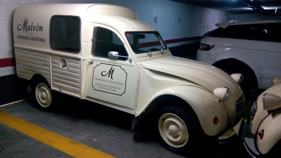 """Furgones Citroën 2cvs estilo """"vintage""""."""