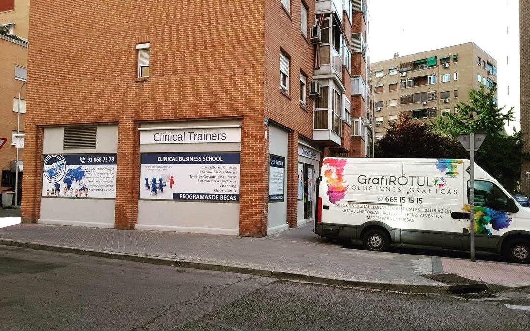 Decoramos la fachada de Clinical Trainers