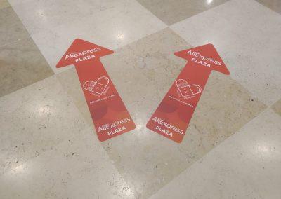 GrafiRótulo Vinilo suelo tienda Ali Express Madrid Xanadú