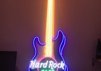GrafiRotulo - Rotulo-Neon-LED-No-Contaminante-Hard-Rock-Cafe